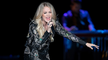 iHeartCountry - Carrie Underwood Invites Talented Fan Onstage To Rap With Her