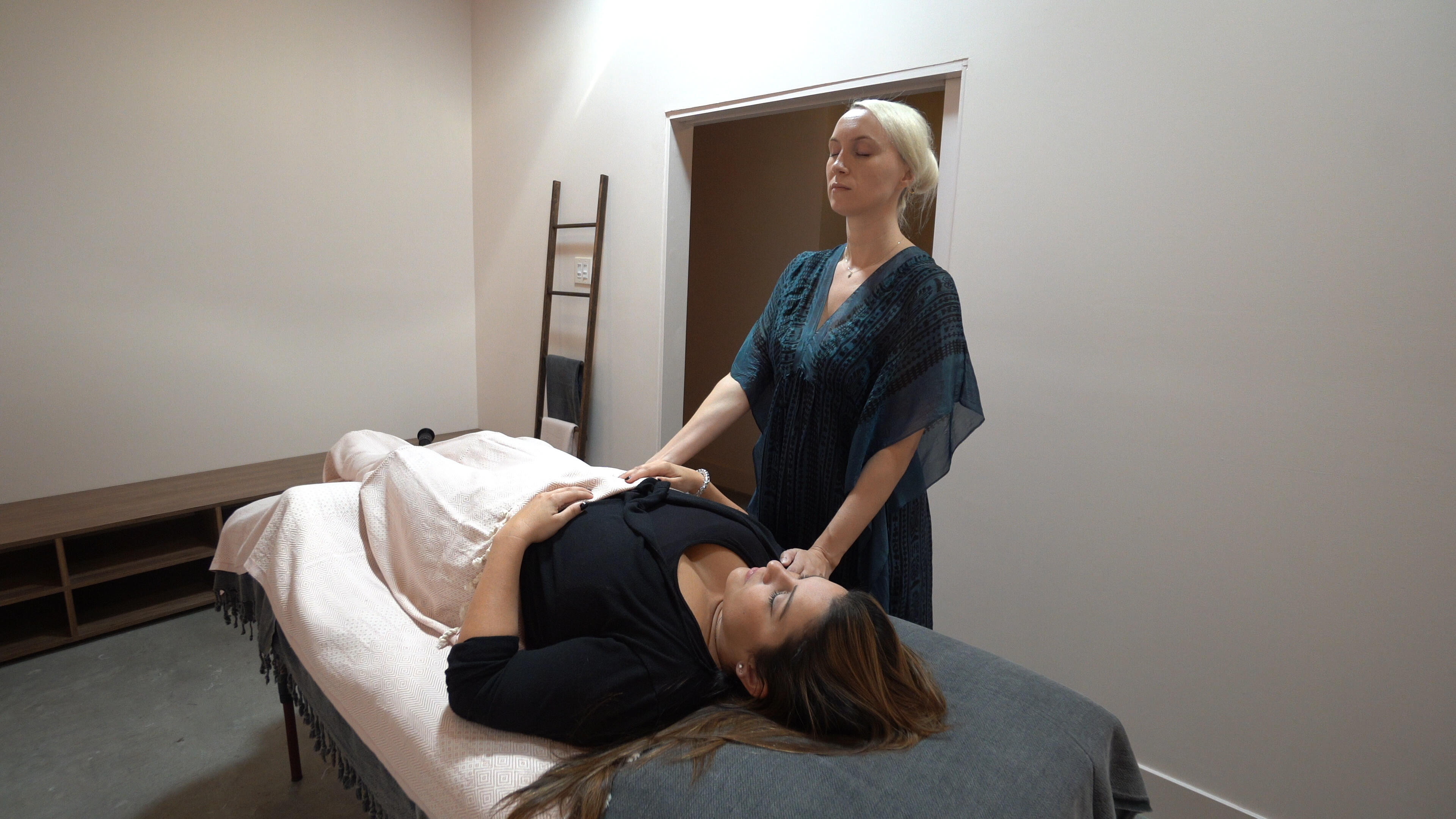 Sisanie & Tanya Rad Try Reiki and Guided Meditation to Recharge: Watch