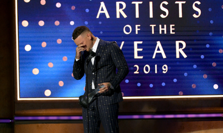 Music News - Kane Brown Tearfully Dedicates CMT Artists Of The Year Win To Late Drummer