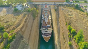 Trending - Cruise Ship Slips Through Impossibly Tight Canal