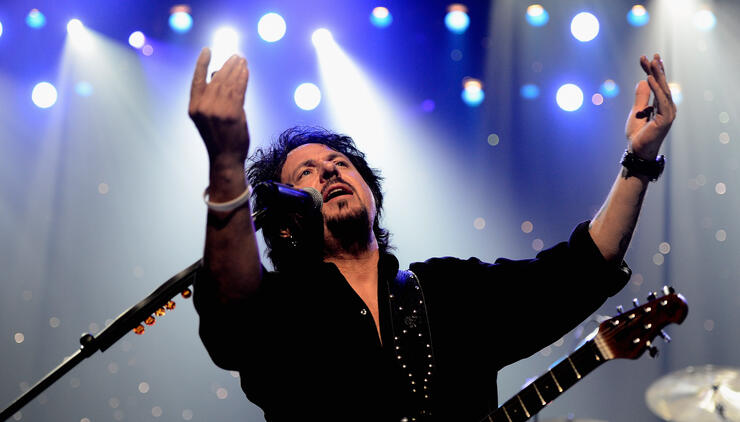 "Toto Will ""Call It A Day"" After Current Tour Ends, Steve Lukather Says 