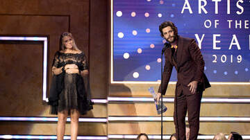 The Gator Morning Show - Thomas Rhett Prays During Acceptance Speech