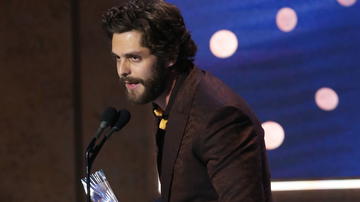 Music News - Thomas Rhett Prays For Kane Brown At CMT Artists Of The Year