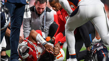 National News - Chiefs Quarterback Patrick Mahomes Dislocates Knee Running QB Sneak