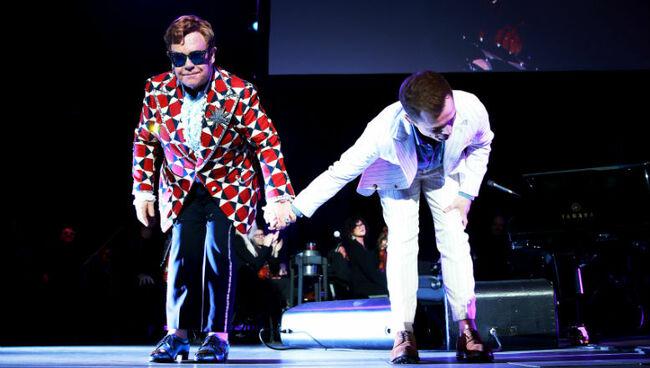 Elton John & Taron Egerton Team Up At 'Rocketman' Screening For Duets