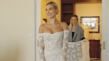 Entertainment News - 'Vogue' Shares Inside Look At Hailey Baldwin's Final Wedding Dress Fitting