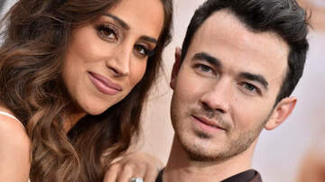 Lisa Foxx - Kevin Jonas Got The Most Adorable Tattoo Of His Wife At LA Tattoo Shop!