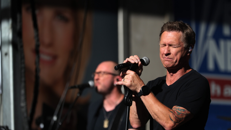 Kelly Clarkson And Blake Shelton Choke Up During Craig Morgan's Performance