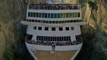 Mountain Man Jay - Cruise Ship Makes History With Impossible Squeeze Through Narrow Canal