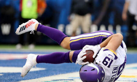 Vikings - WATCH: Kirk goes backyard football and hits Thielen for the TD