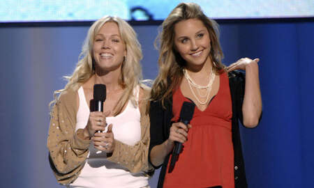 Entertainment News - Jennie Garth Wants To Reboot 'What I Like About You' With Amanda Bynes