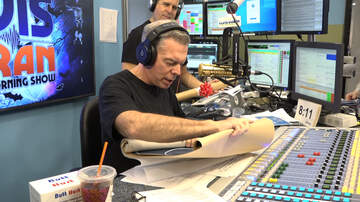 Elvis Duran - Elvis Duran Opens Wedding Gift From Gandhi