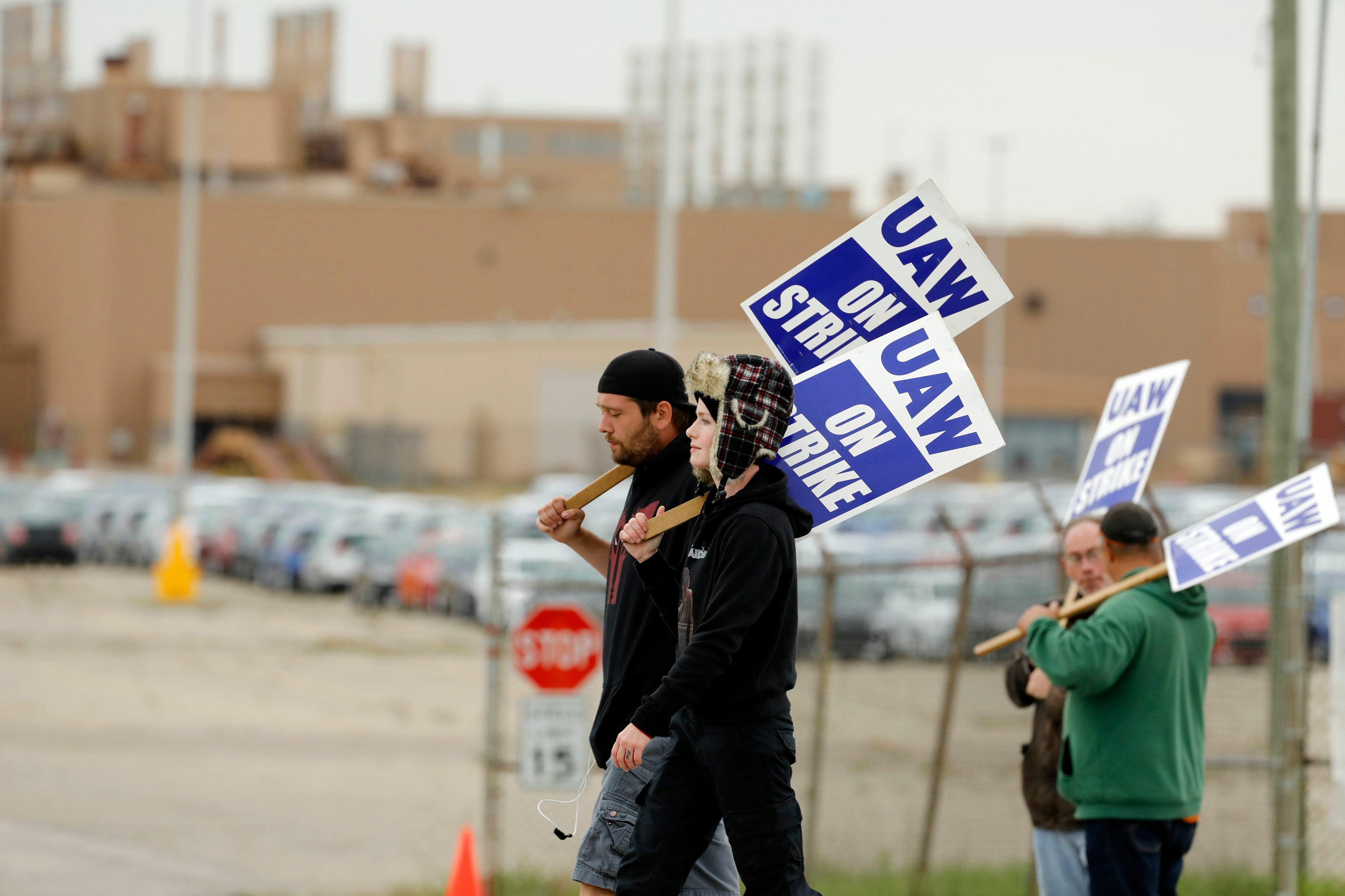 Local GM Strikers Against Tentative Agreement