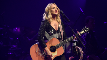 Women of iHeartCountry - Miranda Lambert Invites 8-Year-Old Fan To Sing On Stage With Her