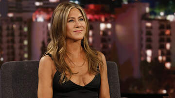 Headlines - Jennifer Aniston Reveals She's 'Working On Something' With 'Friends' Cast