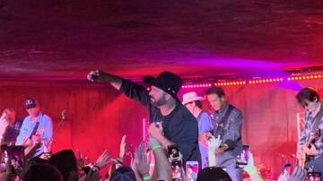 Features - Garth Brooks 'Dive Bar Tour' hits the Dusty Armadillo