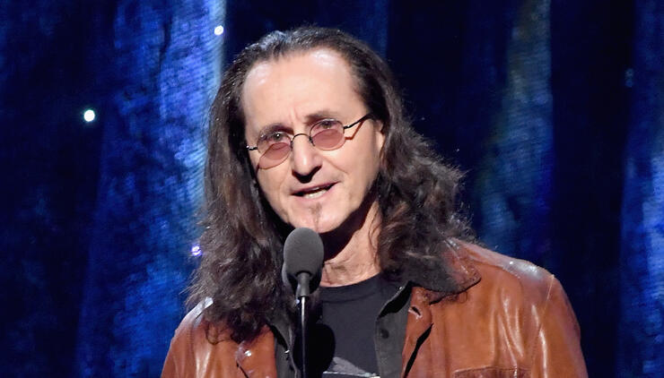 "RUSH's Geddy Lee Says Writing A Memoir Feels ""Premature"" 