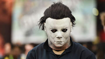 Dave Michaels -  Guy in Michael Myers Costume Does Not Break Character at Party