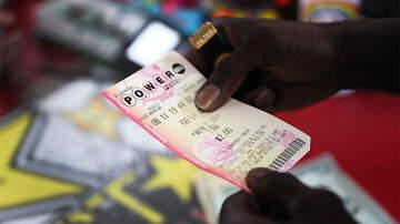 Weird News - Bartender Wins $50,000 After Getting Powerball Ticket For A Tip