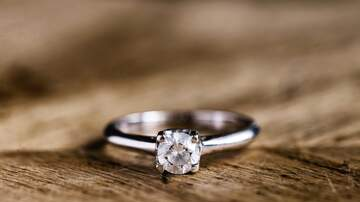 Sarah the Web Girl -  NJ Teen Finds $10K Engagement Ring on Beach, Returns it to Rightful Owner