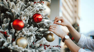 Perez - Early Holiday Decorating Could Be Good For Your Health