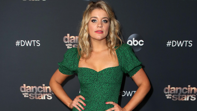 Lauren Alaina Honors Grandmother With Dance To Elvis Presley's 'Hound Dog'