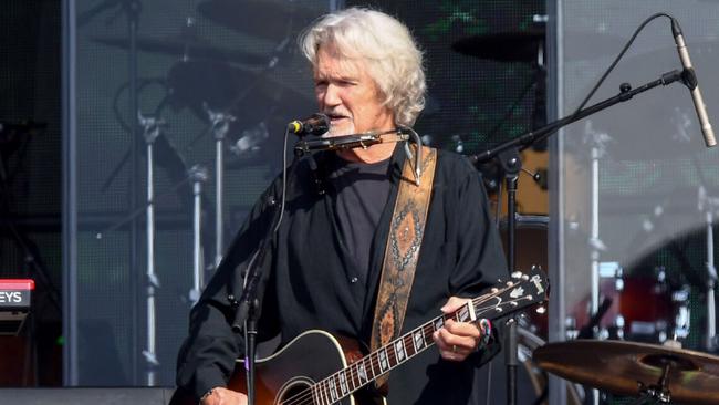 Kris Kristofferson To Receive CMA Lifetime Achievement Award
