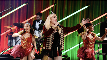 Entertainment News - Gwen Stefani Makes it Feel Like Christmas at iHeartRadio LIVE Intimate Show