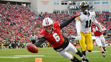 Wisconsin Badgers - Wisconsin holds off Iowa 24-22
