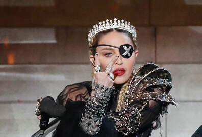 Enrique Santos - Madonna fue demandada por cambiar su concierto de hora