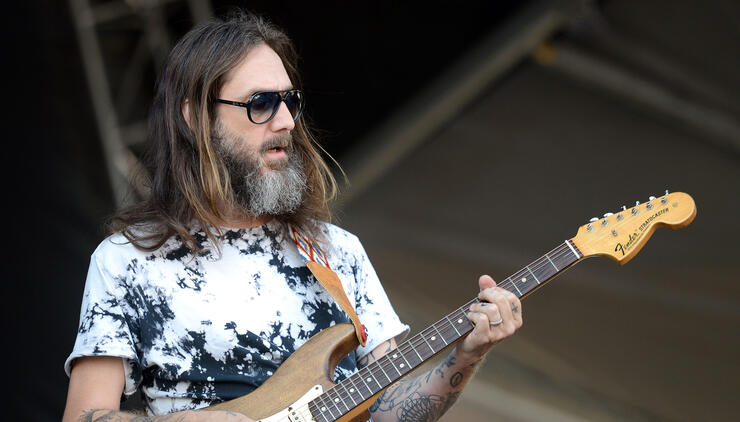 """The Black Crowes' Chris Robinson Admits Attacks On Brother Were """"Unfair"""" 