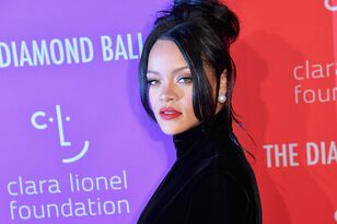 Rihanna Is Apologizing To Her Family & Friends on Instagram!