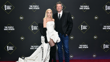 iHeartCountry - Gwen Stefani Pranks Blake Shelton, Hangs Sexiest Man Alive Cover On Trailer