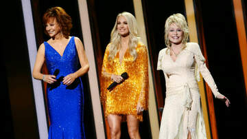 Headlines - Carrie Underwood, Dolly Parton & Reba Open CMAs With Epic Tribute To Women