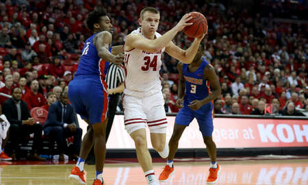 Wisconsin Badgers - Wisconsin pulls away from McNeese State 83-63