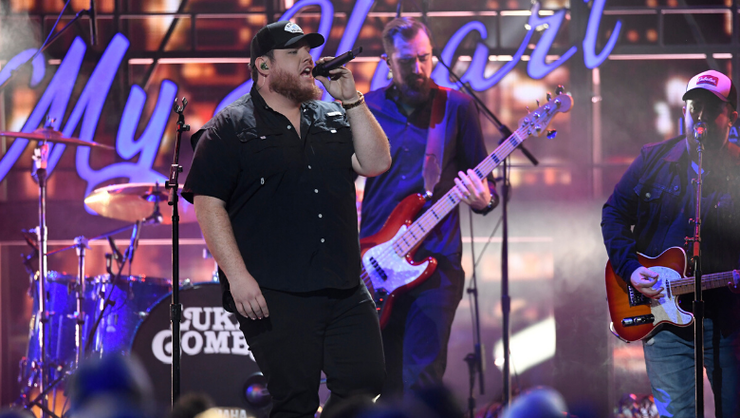 Luke Combs Delivers Rowdy 'Beer Never Broke My Heart' At 2019 CMA Awards