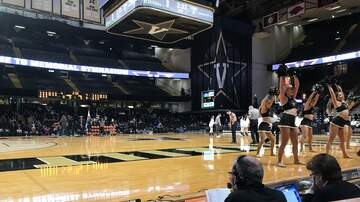 Basketball (W) - UConn Women open road season with win at Vandy