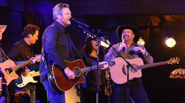 iHeartRadio Music News - Garth Brooks And Blake Shelton Rock The 'Dive Bar' At The 2019 CMA Awards