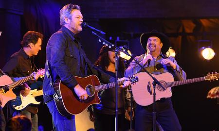 Music News - Garth Brooks And Blake Shelton Rock The 'Dive Bar' At The 2019 CMA Awards
