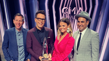 Amy - Amy Broke Her CMA Award Minutes After Picking It Up