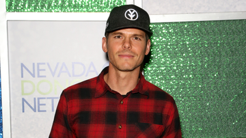iHeartCountry - Granger Smith Had 'A Lot Of Anxiety' Returning To Stage He Once Fell Off