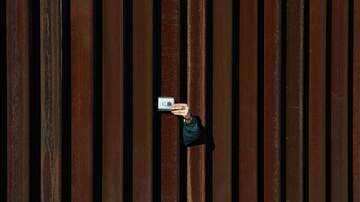 Defense - Report: WH To Livestream Border Wall Construction