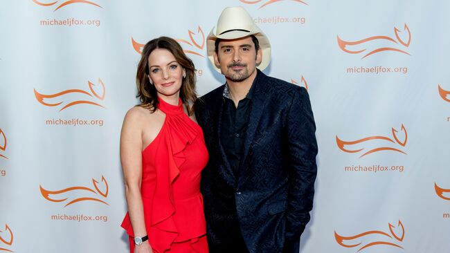 Kimberly Williams-Paisley Shares Hilarious Vacation Video Of Brad Paisley