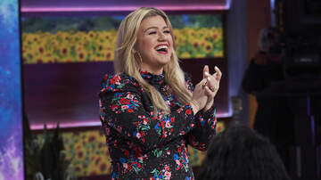 Melissa Sharpe - Kelly Clarkson Sings Beautiful Version Of The Mr. Rogers Theme Song
