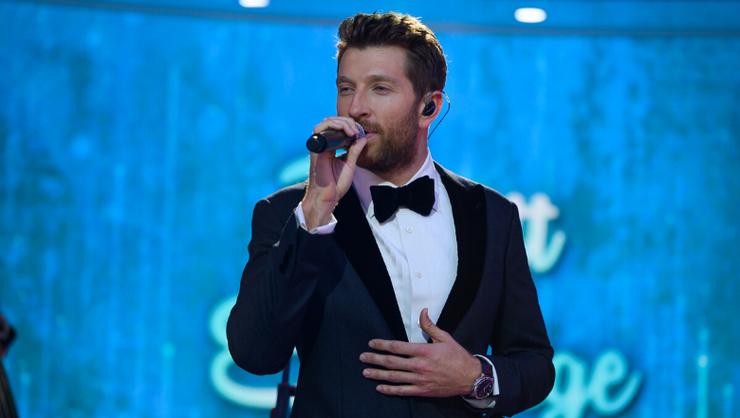 Brett Eldredge To Sing At 2019 Rockefeller Center Christmas Tree Lighting | iHeartRadio