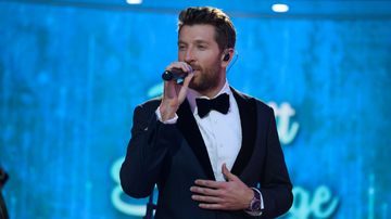 iHeartCountry - Brett Eldredge To Sing At 2019 Rockefeller Center Christmas Tree Lighting