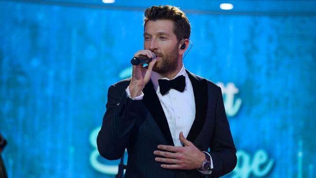 Brett Eldredge To Sing At 2019 Rockefeller Center Christmas Tree Lighting