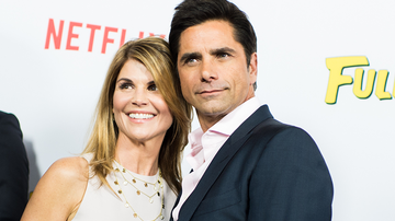 Entertainment News - John Stamos Shares Pics Of Lori Loughlin & Sweet Note About 'Fuller House'