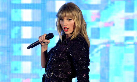 Entertainment News - Taylor Swift May Enlist Famous Friends For 'Fierce' AMAs Performance