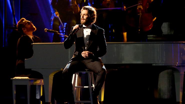 Thomas Rhett Drops New Original Song, 'Christmas In The Country'